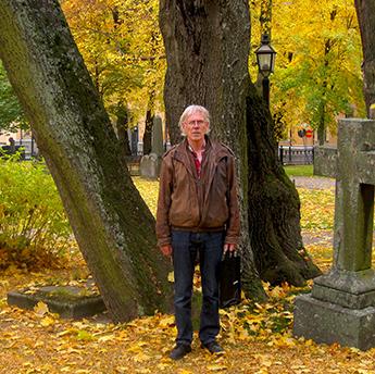 Stig på kyrkogården