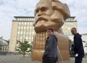 Arbetets museum: Karl Marx som jätteballong.