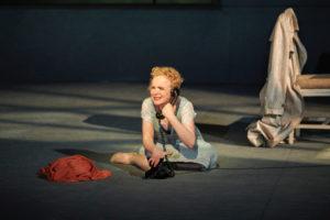 : Kerstin Avemo i Vox Humana på Göteborgsoperan. Foto: Lennart Sjöberg