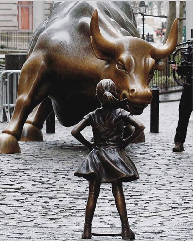 Oxen vs Fearless girl i New York.