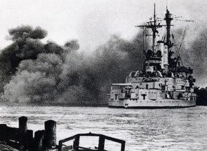 Vinjettbild: Det tyska slagskeppet Schleswig-Holstein beskjuter Westerplatte den 13 september 1939.