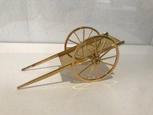 Vagn/Carriage I förgyllt silver av Charlotte Gyllenhammar